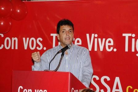 El Jefe de Gabinete, Sergio Massa, participó de un encuentro con los candidatos a concejales por Tigre en el recreo Alcázar ante más de 800 vecinos isleños