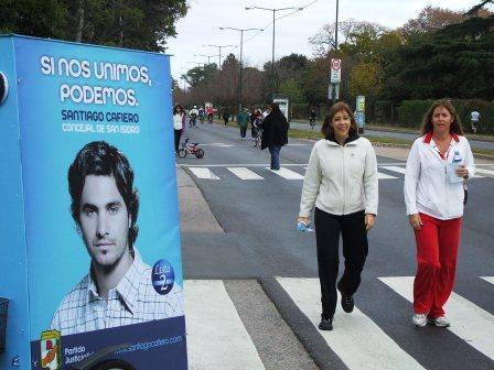 Santiago Cafiero y Leandro Martin de campaña en Avenida de la Unidad Nacional
