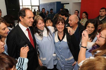 Scioli Inauguró un jardín de infantes y entregó escrituras en San Fernando