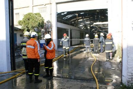 Un incendio destruyó un astillero en Tigre
