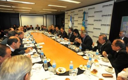 Scioli analizó estrategias con intendentes de gran Buenos Aires