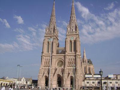 Avanza la entrega a la iglesia de la escritura definitiva de la Basílica de Luján