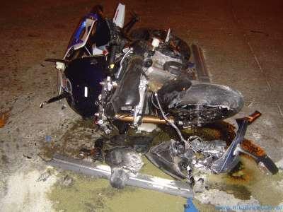 Dos heridos graves al chocar una moto y una camioneta en Olivos