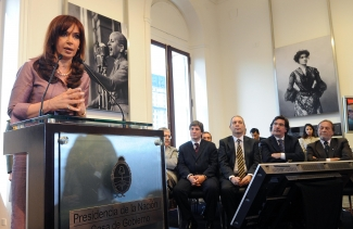 La presidenta Cristina Fernández de Kirchner lanzó este mediodía el Plan de Ingreso Social con Trabajo