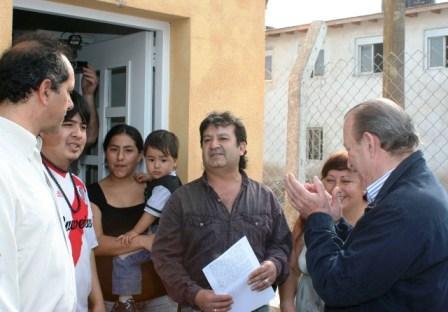 """Scioli y Amieiro recorrieron el barrio Santa Rosa"""""""