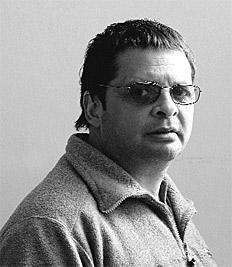 Jorge Larrosa, reconocido por ser el letrista de Andrés Calamaro, editó el libro Postales Tumberas - imagen: Nora Lezano