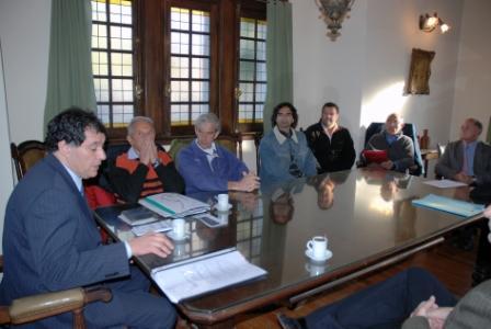 En lo salones del centenario Club de Remo Buenos Aires Rowing, el Presidente del Concejo Deliberante de Tigre, Daniel Gambino, se reunió con dirigentes de los diferentes clubes de remo del Municipio de Tigre