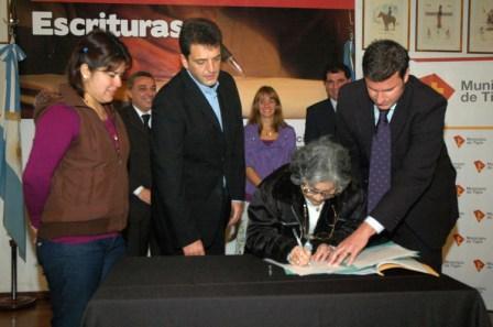 Más de 120 familias de Tigre recibieron su escritura