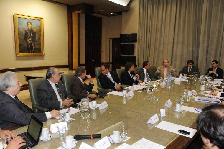 El gobernador Scioli mantuvo una reunión de trabajo junto a sus ministros