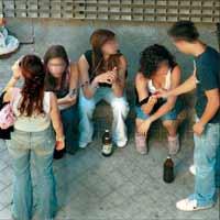 el alcohol está haciendo pedazos a la juventud