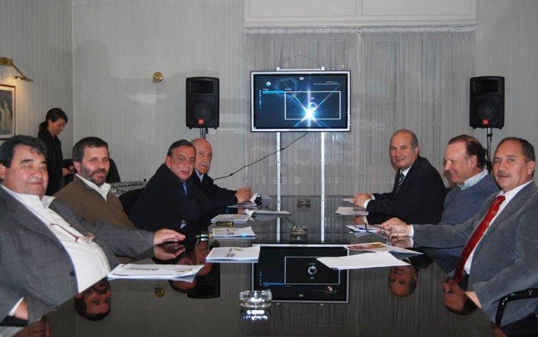 Se presentó a intendentes el programa social Envión