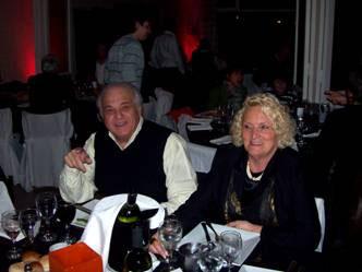 El presidente del Club Acassuso, Alberto Trípoli, junto a su esposa en la celebración