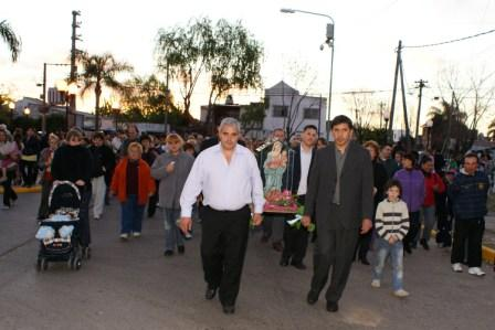 Entronizaron la virgen del Rosario en barrio Carupá