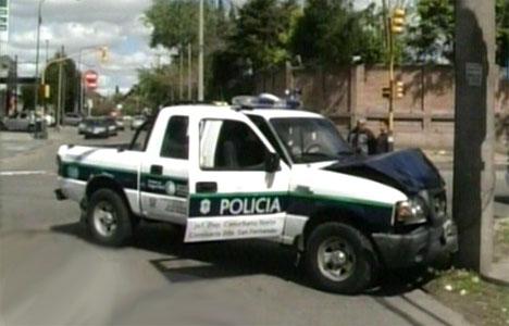 Cuatro heridos al chocar un patrullero conducido por un ladrón contra un auto