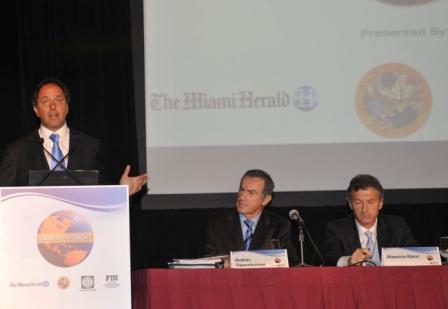 Scioli disertó en la conferencia de las Américas  y se reunió con Clinton