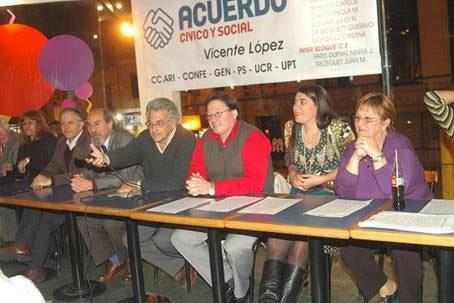 """El Acuerdo Cívico y Social de Vicente Lopez presento en la conferencia de prensa realizada en la Confitería """"El Clavel"""" el Ínterbloque que se constituirá a partir del 10 de Diciembre en ese Distrito"""