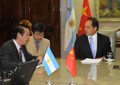 Scioli y autoridades chinas acordaron trabajo conjunto para promover el bambú en el Delta