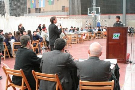 El colegio San Pablo y la Escuela Media N°8, ganaron el concurso de preguntas y respuestas del ¿de qué me hablás?