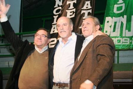 Cientos de trabajadores de la UTEDYC Zona Norte se acercaron al Club Once Unidos de Mar del Plata para asistir a la proclamación de las 44 fórmulas de candidatos de cara a las próximas elecciones