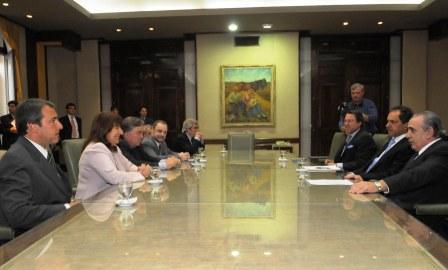 Scioli firmó un convenio para la destrucción de 100 mil armas