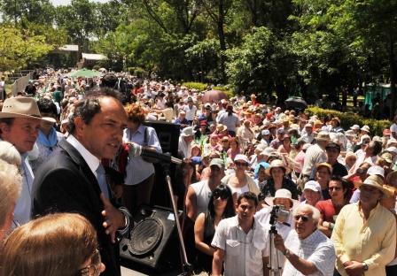Scioli compartió un almuerzo con 5 mil jubilados de Vicente López