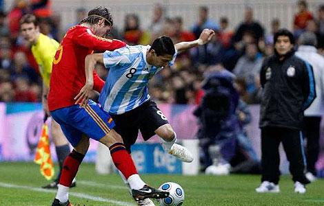 Con dos goles de Xabi Alonso el seleccionado Español le gano con justicia al Argentino