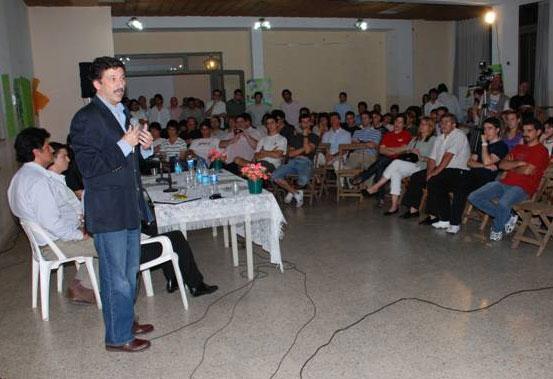 Gustavo Posse expuso ante jóvenes sobre la inseguridad