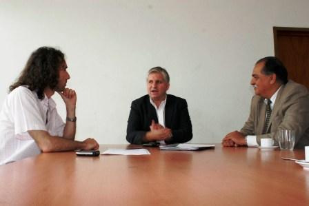 El Lic Diego Santillán, junto a Mauricio Bianchi y Daniel Ríos, representante del ENRE