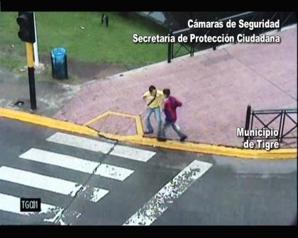 Las camaras de seguridad de Tigre atraparon a dos menores arrebatadores bajo los efectos del poxi