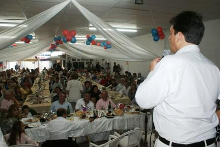 El Intendente Sergio Massa compartió un almuerzo con el Centro de Jubilados Los Luchadores