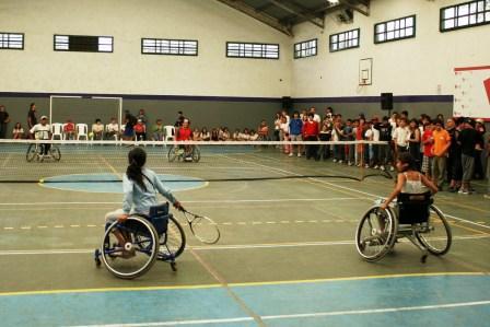 Tenis adaptado en el Polideportivo Central