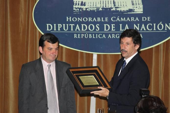 El Dr. Posse recibiendo la distinción  como mejor intendente 2009