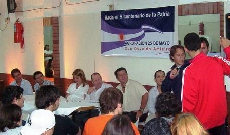 La Agrupación 25 de Mayo de San Fernando realizó un encuentro-taller para generar propuestas hacia el Bicentenario de la Patria.