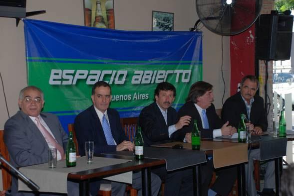 Posse en la conferencia, junto a los diputados Desimone y Erro, Secchiari y Biscay