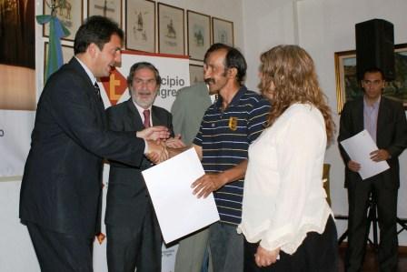 El Intendente de Tigre, Sergio Massa, junto al Ministro de Justicia de la Provincia de Buenos Aires, Ricardo Casal, realizó hoy la entrega de 136 escrituras de interés social