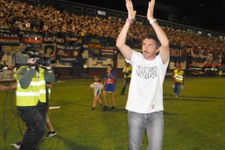 Inusual y emotiva despedida de Cagna como entrenador de Tigre