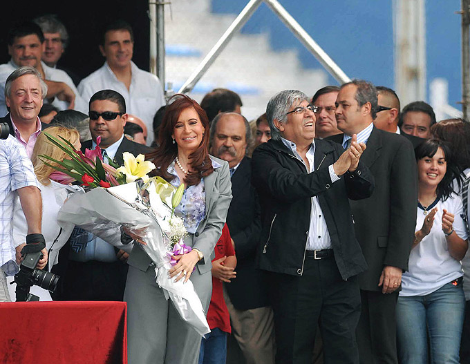 Ante un estadio colmado por camioneros, Moyano ratificó la alianza con Cristina y Néstor Kirchner