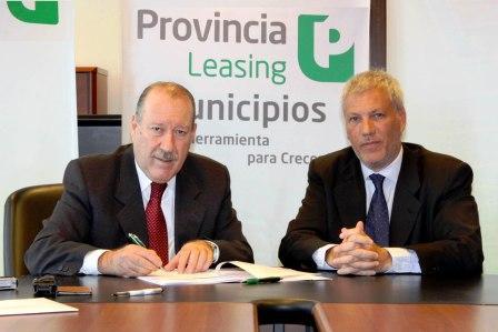 El presidente de Provincia Leasing, Ricardo Martínez, y el intendente de San Fernando, Osvaldo Amieiro