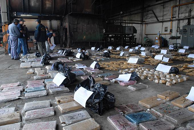 Scioli explicó que con las casi cuatro toneladas de marihuana incineradas