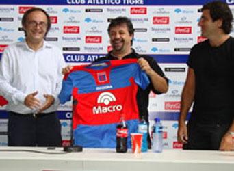 Caruso Lombardi fue presentado como nuevo DT de Tigre
