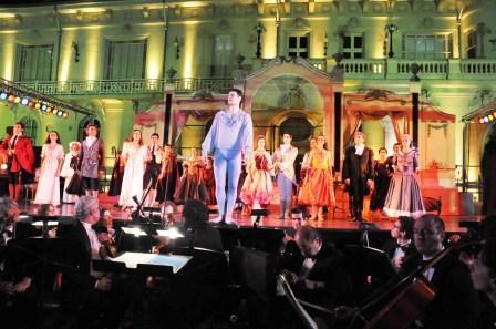 Más de 2.000 vecinos de Tigre disfrutaron de su presentación de La Traviata en los jardines del MAT