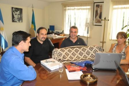 También visitaron al Dr. Julio Zamora en las instalaciones del HCD, los profesores Angel Pino y Fernando Moyano del Bachillerato de Adultos Escuela Media Nro. 10