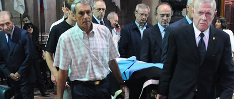 Los restos del ex legislador fueron velados en el Senado de la Nación y luego trasladados a un cementerio privado de Pilar