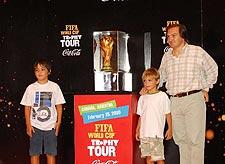 Una multitud vio y se sacó fotos con la Copa del Mundo en Córdoba