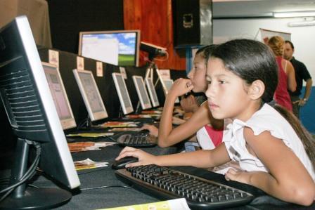 Massa presentó el programa Internet en las escuelas