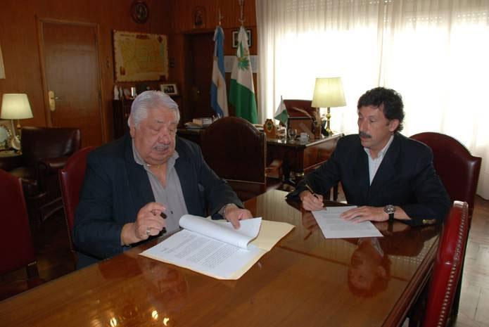 El intendente de San Isidro, doctor Gustavo Posse, y el secretario general del Sindicato de Luz y Fuerza de la Capital Federal, Oscar Lescano
