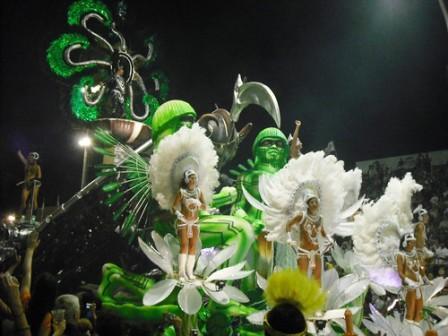La comparsa Ara Yevi ganó el carnaval de Gualeguaychú con fuerte mensaje contra las papeleras