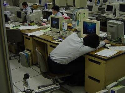 Casi 4 empleados de cada 10 se queda dormido en el trabajo o se esfuerza para no hacerlo