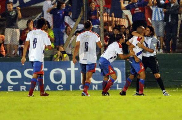 Con tres goles de Luna Tigre hundió más a Boca