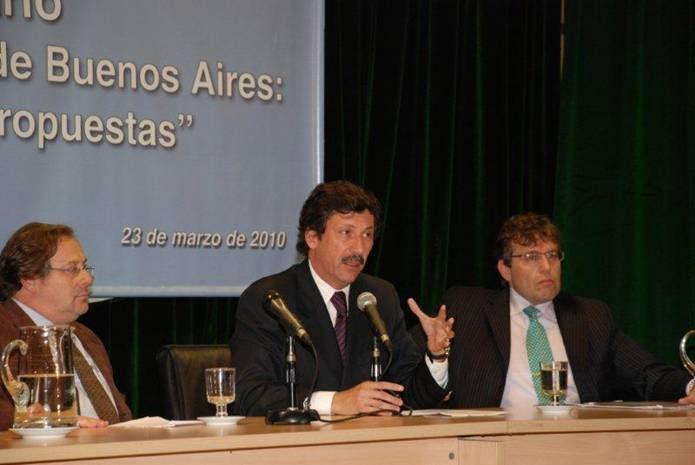 El intendente Gustavo Pose hablando durante el encuentro en el Senado de la Nación